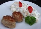1 portion Kartoffelsalat med 2 stk. frikadeller, agurkeskiver og 1 stk. grovflutes = 40 kr.